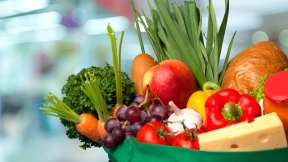 Top 10 Ways to Manage Food Brought in by Visitors